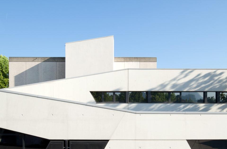 """Lycée St Louis de Crest<br><span style=""""font-size:12px"""">Jean Charles Gaux et Texus Architcetes</span>"""
