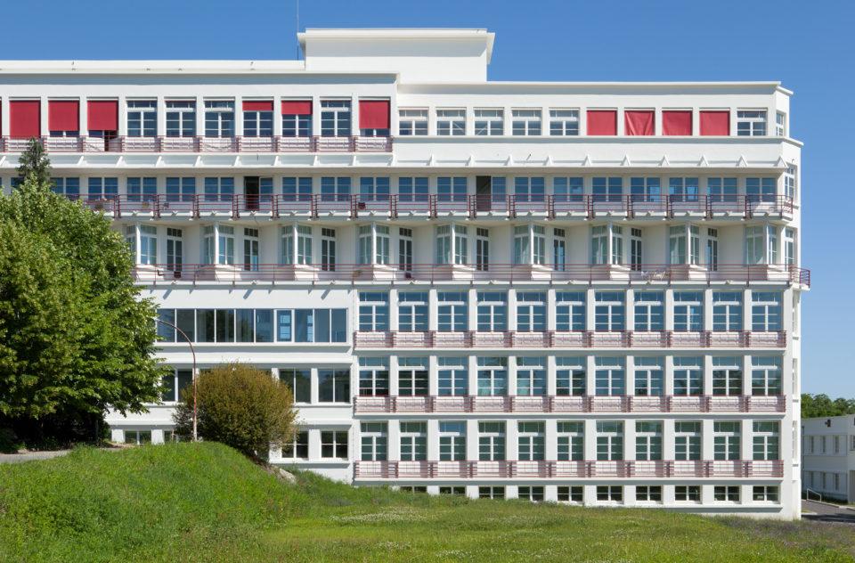 """Ecole d'Architecture de Clermont Ferrand <br><span style=""""font-size:12px"""">Dominique Lyon Architectes</span>"""