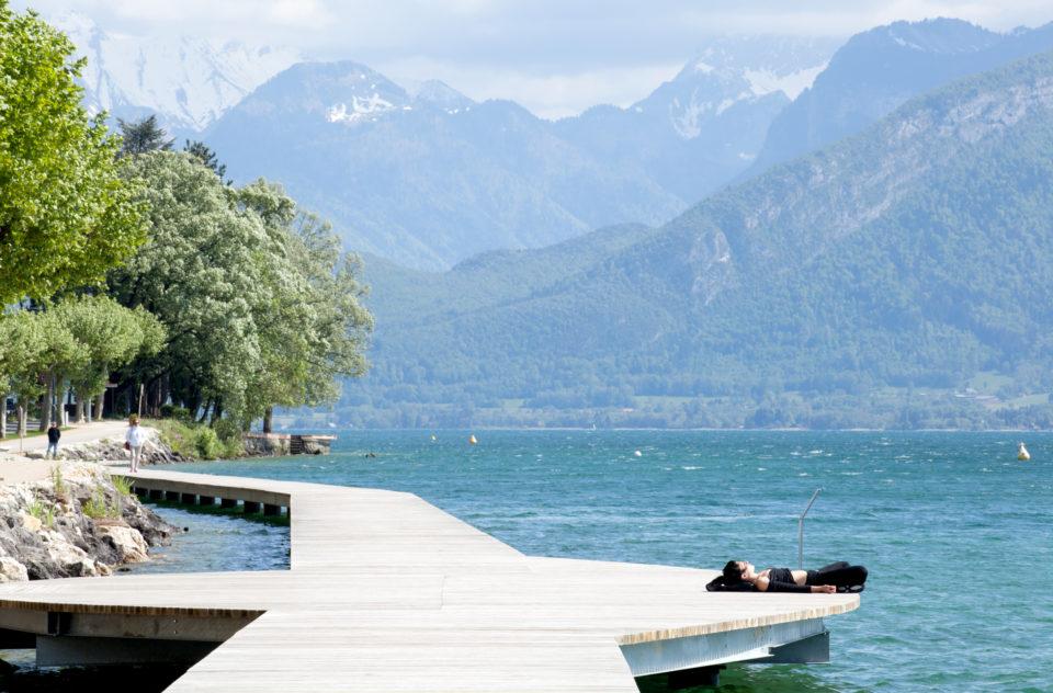 """Requalification rives du Lac Veyrier Annecy le Vieux<br><span style=""""font-size:12px"""">Humblot Paysagistes</span>"""